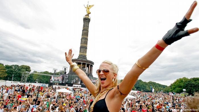 Dancers at the 2006 Love Parade in Berlin, Copyright: dpa - Bildfunk