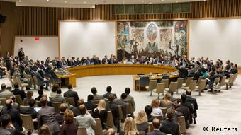 In this photo provided by the United Nations, the United Nations Security Council votes on a resolution that threatens Syria with new sanctions, Thursday, July 19, 2012. The resolution failed after it was vetoed by Russia and China. (Foto:The United Nations, Mark Garten/AP/dapd)