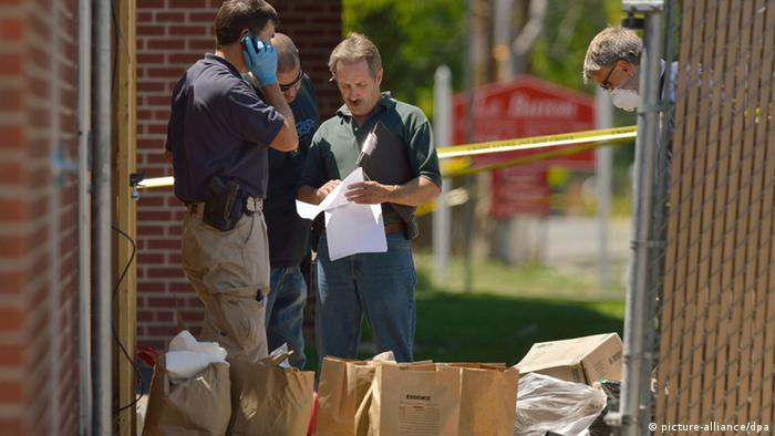 epa03312916 Law enforcement officers search through bags of evidence at the apartment of suspected gunman James Holmes following a shooting at the Century 16 Theater in Aurora, Colorado USA early 20 July 2012. Holmes was apprehended following the shooting incident at the premiere of the latest Batman movie 'The Dark Knight Rises'. Twelve persons were killed and more than 50 injured, making the shooting the worst since the Virginia Tech shootings in 2007. EPA/BOB PEARSON