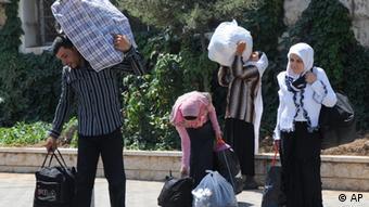 Fliehende Syrerinnen an der Grenze zum Libanon, 20.7. 2012. (Foto: AP)