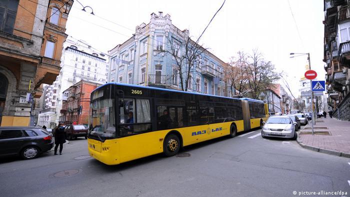 Тролейбус на вулиці Києва