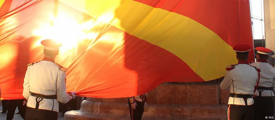 Symbolbild Mazedonien Mazedonische Flagge QUER