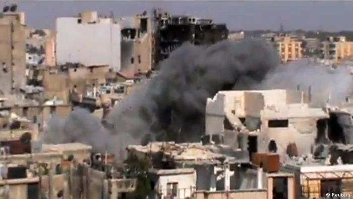 This image made from amateur video released by Shaam News Network and accessed by the Associated Press Saturday, July 21, 2012 purports to show shelling of Homs, Syria by government forces on July 21, 2012. (Foto:Shaam News Network via AP video/AP/dapd) IMAGE MADE FROM AMATEUR VIDEO RELEASED BY SHAAM NEWS NETWORK AND ACCESSED VIA AP VIDEO SATURDAY, JULY 21, 2012. THE ASSOCIATED PRESS CANNOT INDEPENDENTLY VERIFY THE CONTENT, DATE, LOCATION OR AUTHENTICITY OF THIS MATERIAL