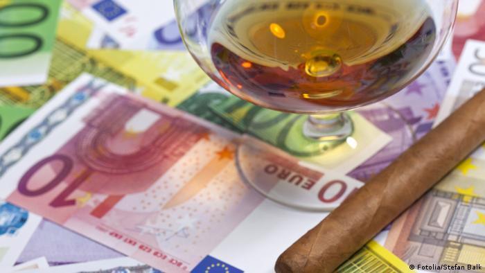 Euroscheine Cognac und Zigarre Fotolia/ Stefan Balk #29899198