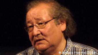 Der kasachische Theatermacher Bolat Atabajew bei einer Veranstaltung im Juli 2012 (Foto: Barbara Fraenkel-Thonet)