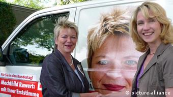 SPD-Politikerin Mechthild Rawert (links) zusammen mit der ehemaligen Sozialministerin von Mecklenburg-Vorpommern, Manuela Schwesig (rechts) (Foto: picture-alliance/akg)