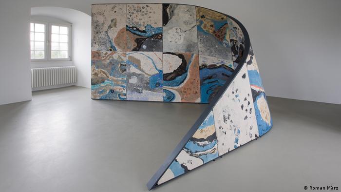Работа художницы Марианы Кастильо-Дебаль на Documenta-2013