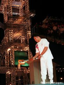 Mohammed Ali entzündet das Olympische Feuer in Atlanta