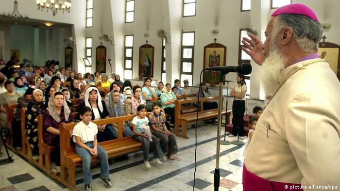 Archbishop Touma Iramia Gewargis, head of the Nineveh and Duhuk diocese in Iraq, speaks to Iraqi Chaldean-Assyrians who crowd the church to mark the 71st anniversay of the Chaldean-Assyrian Martyr Day' at the Ibrahim Al-Khalil Church on the outskirts of Damascus, Sunday, 08 August 2004, a week after five churches in Iraq were bombed. The church bombings killed some 11 people and wounded more than 50 others. The ceremonies were held to mark a 1933 massacre against Chaldean-Assyrians demanding ethnic rights. More than 5,000 Christians were killed during the massacres the Chaldean-Assyrians commemorate annually 07 August. Foto: Youssef Badawi epa dpa