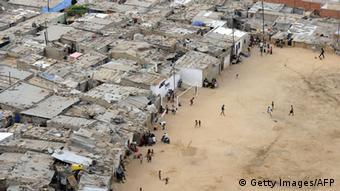 Bairro de lata em Luanda (Boa Vista); PRS diz que governo não deu atenção às condições sociais