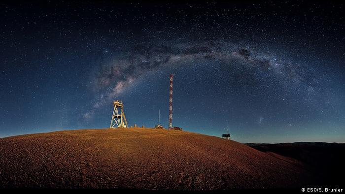 ArmazonesNächtliches Panoramabild des Cerro Armazones. Das Teleskop soll auf dem Cerro Armazones im Norden Chiles errichtet werden, in der Nähe des Paranal-Observatoriums der ESO.Cerro Armazones, Chile. April, 2010.Copyright, Credit: ESO/S. BrunierE-ELT, Teleskop, European Extremely Large Telescope, Europäische Südsternwarte, ESO, European Southern Observatory, Armazones, Chile, Garching, Paranal, Observatoriums, Himmel, Astronomie, Astronom, ATacama, Wüste, Nord-Chile