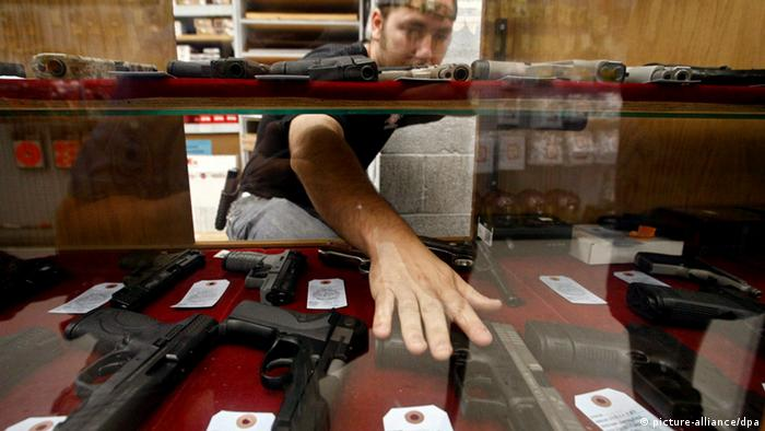 Gun shop in the US (photo: Larry W. Smith /dpa)