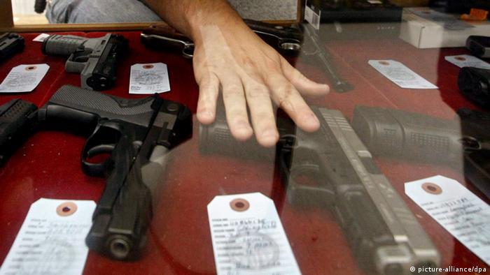 Слаби закони за поседување оружје и широка употреба на огнено оружје во САД