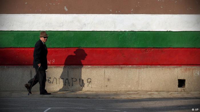 Symbolbild Wahl Bulgarien Mann (AP)
