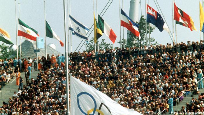 Память убитых спортсменов-олимпийцев почтили минутой молчания, траурной церемонией и митингом на центральном стадионе