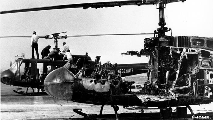 A tentativa de libertação dos reféns foi um fiasco: 15 mortos e um helicóptero destruído