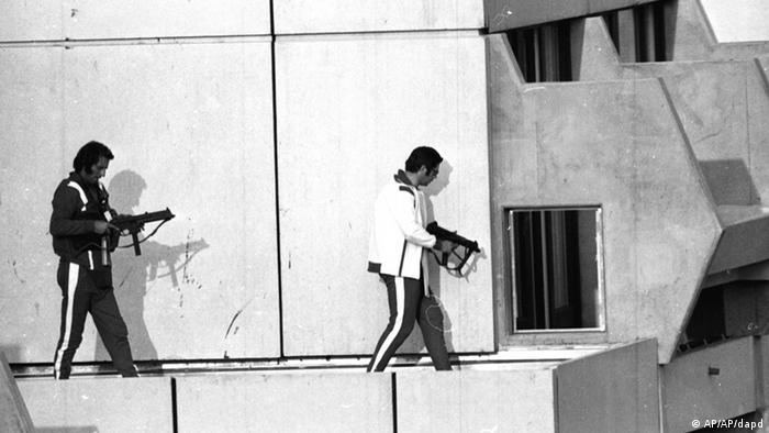 Two west German policemen, armed with submachine guns and wearing athletes tracksuits, get into position on the roof of the building where armed Palestinian terrorists are holding Israel Olympic team members hostage. The terrorists have threatened to kill the hostages unless approximately 200 Palestinian terrorists held in Israel are released. Munich, Sep. 5, 1972. (ddp images/AP Photo) ISRAEL OUT