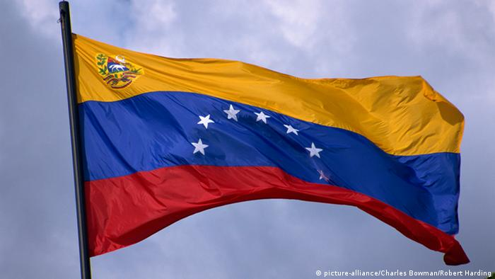 Venezuelan flag (picture-alliance/Charles Bowman/Robert Harding)