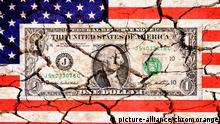 Ein-Dollar-Schein auf US-Fahne mit Rissen, Staatsverschuldung der USA