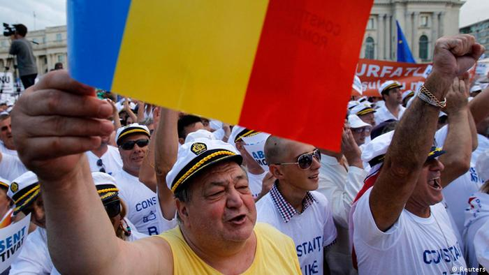 Supporters of Romania's suspended President Traian Basescu cheer during a rally in Bucharest July 26, 2012