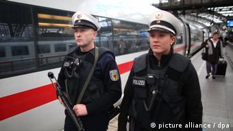 Сотрудники федеральной полиции