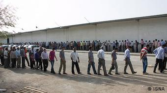 Iranians queuing for food (photo: unknown source)