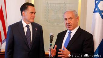 epa03323415 US Republican presidential candidate Mitt Romney (left) speaking with Israeli Prime Minister Benjamin Netanyahu in the latter's office in Jerusalem 29 July 2012. Romney is visiting the country as part of his foreign tour ahead of the November elections in the US EPA/Lior Mizrahi +++(c) dpa - Bildfunk+++