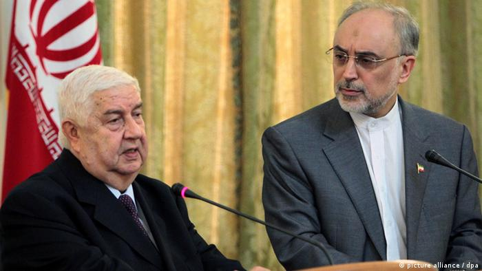 epa03323752 Syrian Foreign Minister Walid Moualem (L) speaks during a joint press conference with his Iranian counterpart Ali Akbar Salehi, in Tehran, Iran, 29 July 2012. According to media reports on 29 July, Foreign Ministers of Iran and Syria voiced their unity to fight the Zionist regime's (Israel) plot aimed at toppling the Syrian regime. Moualem said Syria would not use any chemical weapons against the opposition. Iran and Syria agree that there are hidden hands behind a plot against the Syrian nation with the Zionist regime (Israel) acting as mastermind and chief provocateur of this plot, Moualem told reporters. EPA/ABEDIN TAHERKENAREH +++(c) dpa - Bildfunk+++
