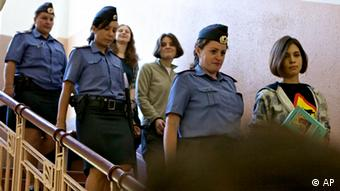 Purry Riot Band members Jekaterina Samutsewitsch, Nadeschda Tolokonnikowa and Maria Alechina are being escorted into the court room