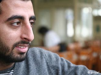 Der syre Ammer Mattar ist ein Regime Gegner, lebt nun in Deutschland. Er hat sein foto fuer die DE freigegeben zur Veroeffentlichung mit einem Interview mit ihm. Stichwoerter: Syrien, Assad, Facebook, opposition