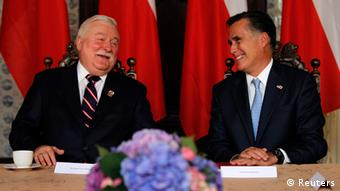U.S. Republican Presidential candidate Mitt Romney meets with former Polish President Lech Walesa (L) in Gdansk, Poland, July 30, 2012. REUTERS/Jason Reed (POLAND - Tags: POLITICS)