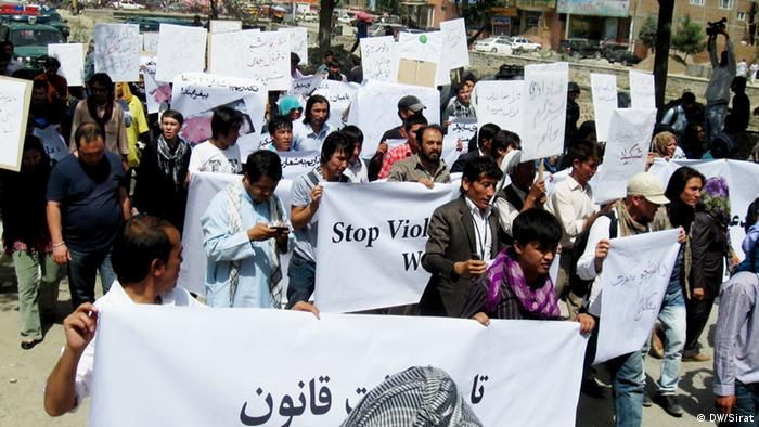 A demonstration against violence against women in Kabul, Afghanistan (photo: Hussein Sirat /DW)