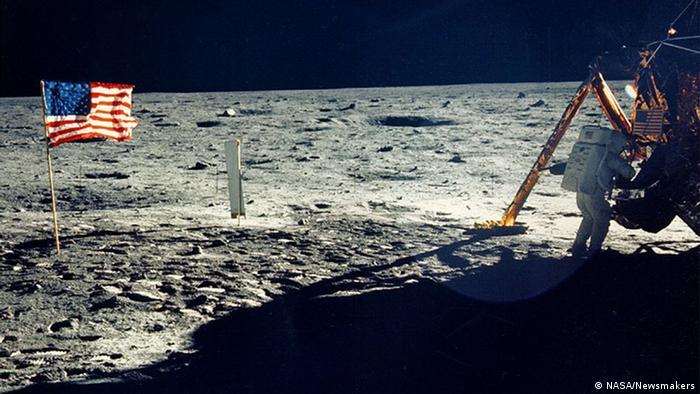Кадри от кацането на Луната: Нийл Армстронг през 1969 година