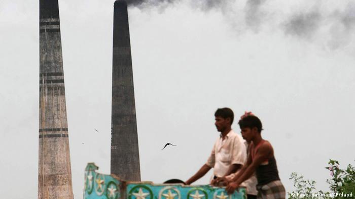 Ziegelein in Bangladesch (Pavel Rahman/AP/dapd)