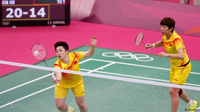 China's Wang Xiaoli (R) and Yu Yang play against South Korea's Jung Kyung-eun and Kim Ha-na during their women's doubles group play stage Group A badminton match