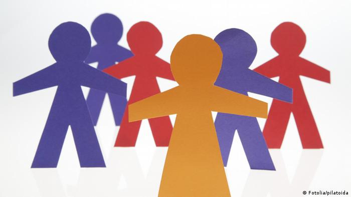 paper cut-outs of people; Copyright: Fotolia/pilatoida