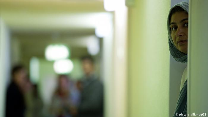 Eine Asylbewerberin im Wohnheim der Zentralen Ausländerbehörde des Landes Brandenburg in Eisenhüttenstadt (Oder-Spree), aufgenommen am 20.06.2011. (Foto: dpa)