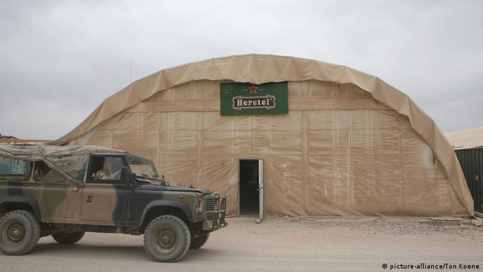 Uluslararası birlikler Afganistan'dan çekilmeye başladı