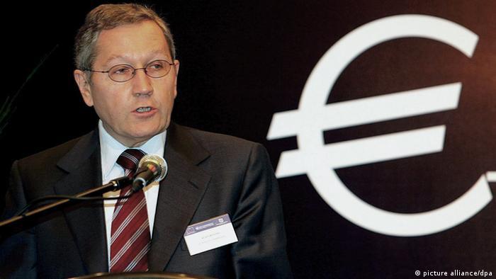ESM chief Klausd Regling next to a white euro sign Photo: Ahmad Yusni dpa (zu dpa 0199 vom 24.11.2010) +++(c) dpa - Bildfunk+++