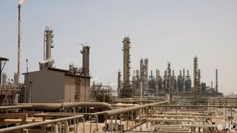 Ölförderanlagen im saudischen Jubeil (Foto: AP)
