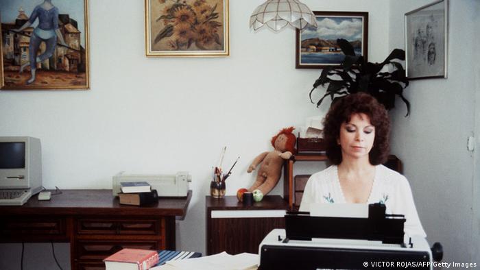 Isabel Allende Schriftstellerin Autorin 1985 (VICTOR ROJAS/AFP/Getty Images)