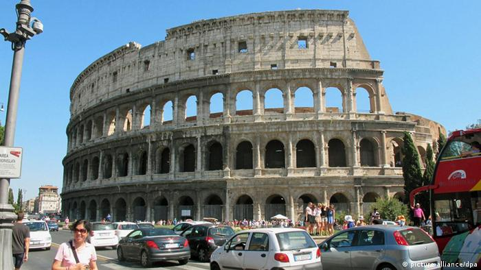 ©Kyodo/MAXPPP - 31/07/2012 ; ROME, Italy - Photo shows ancient amphitheater the Colosseum in Rome, Italy, on July 30, 2012. (Kyodo) Schlagworte Geschichte, Architektur, ---, Sehenswürdigkeit