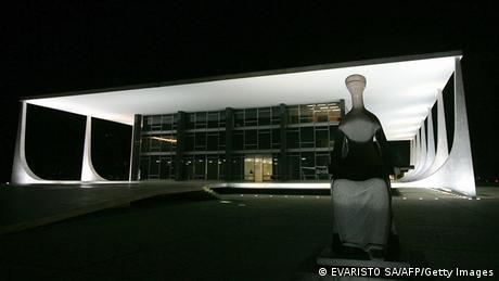 Oberster Gerichtshof Brasilien Brasilia Nachtaufnahme