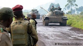 Panzer an der Front zwischen Rebellen und Armee. (Foto: Simone Schlindwein)