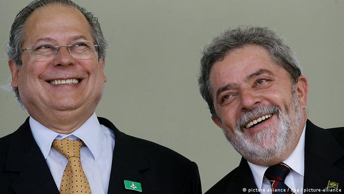 Former Minister of the Civil Cabinet, Jose Dirceu (L) and former President Jose Inazio Lula da Silva (R)