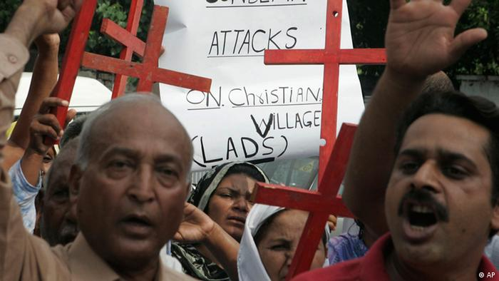 Pakistani Christians chant slogans during a rally to condemn the attacks on Christians by Sunni Muslims, Saturday, Aug. 1, 2009 in Lahore, Pakistan (ddp images/AP Photo/K.M.Chaudary)