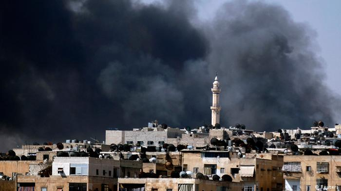 Smoke rises over the Salah al-Din neighbourhood in central Aleppo during clashes between Free Syrian Army fighters and Syrian Army soldiers August 4, 2012. REUTERS/Goran Tomasevic (SYRIA - Tags: CIVIL UNREST POLITICS TPX IMAGES OF THE DAY)