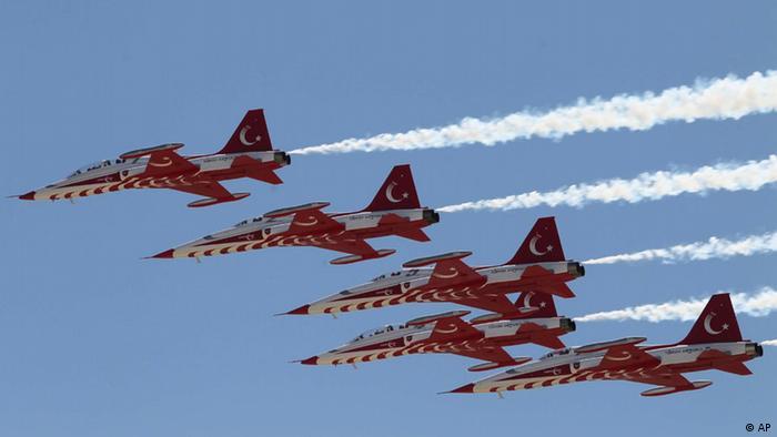 Türkei Streitkräfte Jets (AP)