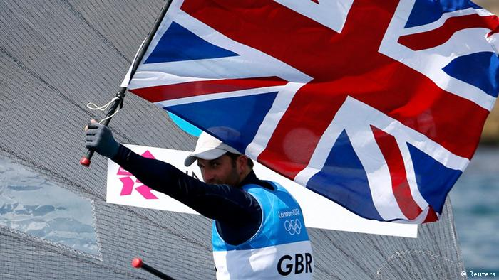 Britain's Ben Ainslie holds the Union Flag, also known as the Union Jack, as he celebrates winning the men's finn class one person dinghy (heavyweight) medal race sailing competition at the London 2012 Olympic Games in Weymouth and Portland, southern England August 5, 2012. (Photo: REUTERS/Pascal Lauener)
