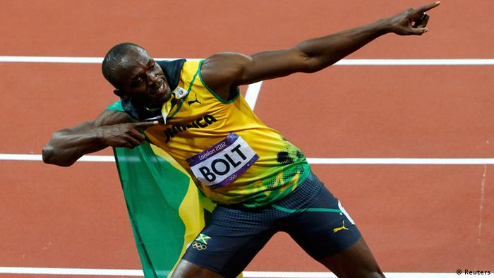 Jamaica's Usain Bolt celebrates after winning the men's 100m final during the London 2012 Olympic Games at the Olympic Stadium August 5, 2012. REUTERS/David Gray (BRITAIN - Tags: OLYMPICS SPORT ATHLETICS)